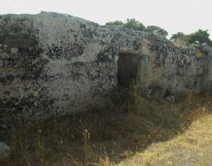 Mura messapiche e fossato [ph Maria Teresa Forte]