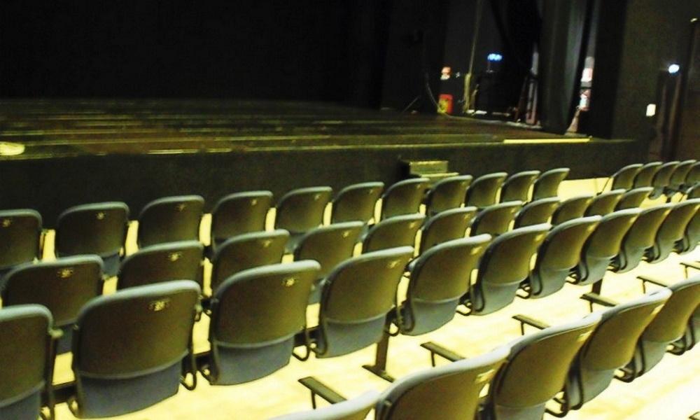 Sospesi cinema e teatri